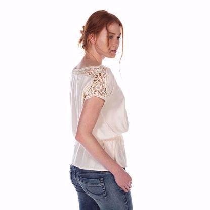 Bild på White Shirt